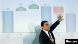 Carlos Ghosn, chairman dan CEO Renault-Nissan Alliance, memberikan keterangan dalam konferensi pers di Yokohama, Jepang (12/5).
