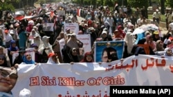 Apoiantes do presidente deposto Mohamed Morsi a protestar nas ruas do Cairo
