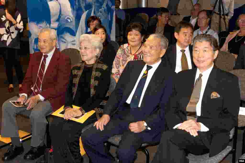 出席穿越1945首映贵宾由右至左:台湾驻美代表沈吕巡、前台湾空军副总司令陈鸿铨将军伉俪、前飞虎队员李其深