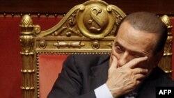 Bưu kiện khả nghi gửi cho ông Berlusconi (hình trên) đã bốc cháy ngày hôm nay tại sân bay Bologna