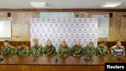 Группа роcсийских солдат, задержанных украинскими властями, на пресс-конференции в Киеве, Украина. 27 августа 2014г.