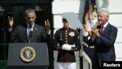 El presidente Barack Obama junto al expresidente Bill Clinton participan de la ceremonia en la Casa Blanca por los 20 años de AmeriCorps.