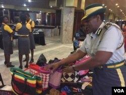 Ucommissioner Jessica Moyo okade ebukisa impahla zezibotshwa.
