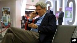 AQSh Davlat kotibi Jon Kerri Irlandiya aeroportida