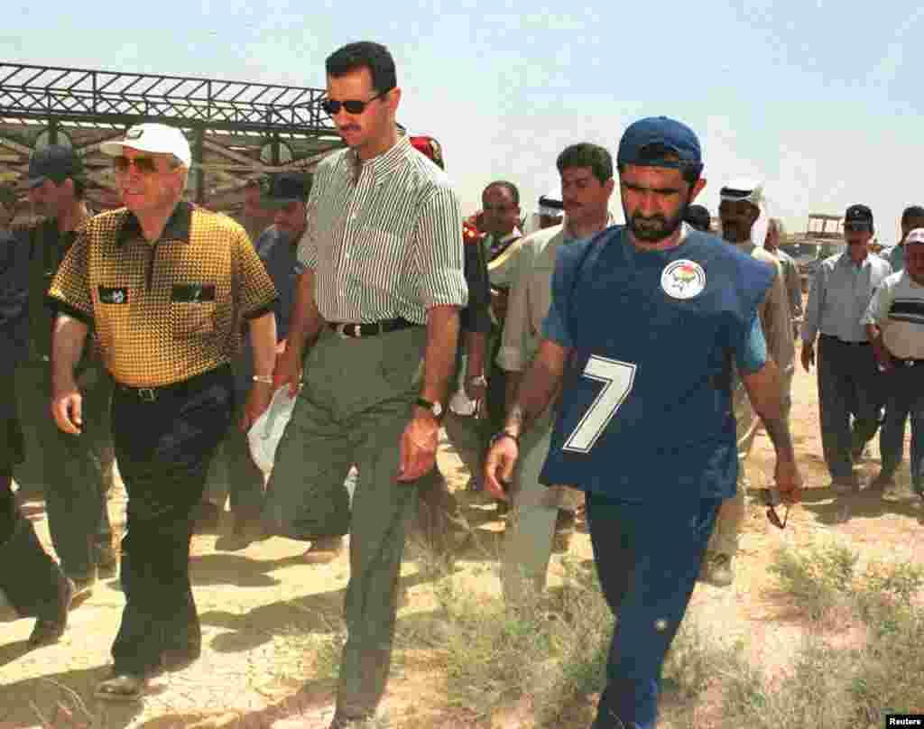 لڑائی سے قبلپالمیرا میں شام کے صدر بشار الاسد، متحدہ عرب امارات کے وزیر دفاع شیخ محمد بن راشد کے ہمراہ۔