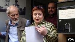 Olqa Romanova və Sergey Şarov-Delone (solda), 2017-ci il