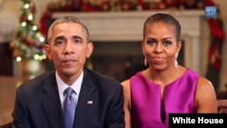 Presiden Obama dan ibu negara Amerika Michelle Obama menyampaikan ucapan Selamat Natal dan Tahun Baru bagi warga AS dan ucapan terima kasih untuk para anggota militer (25/12).