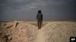 Bağuz'daki kuşatmaya katılan bir SDG savaşçısı