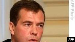 Medvedev İran'ı Sorumlu Davranmaya Çağırdı