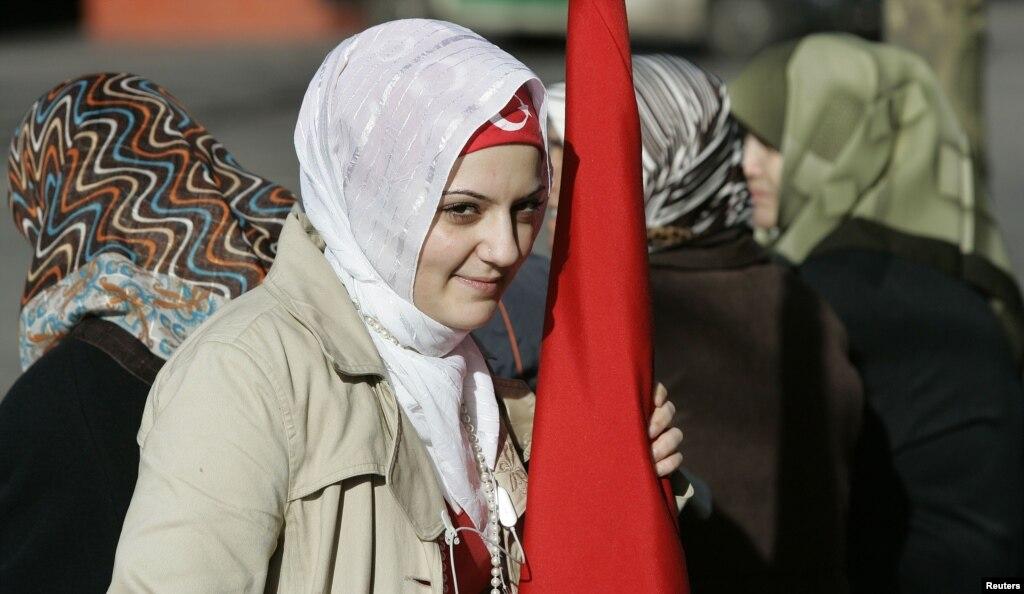 土耳其取消包头巾的禁令