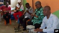 """""""Conjunto Angola 70"""" um grupo de músicos angolanos executantes do ritmo Semba"""