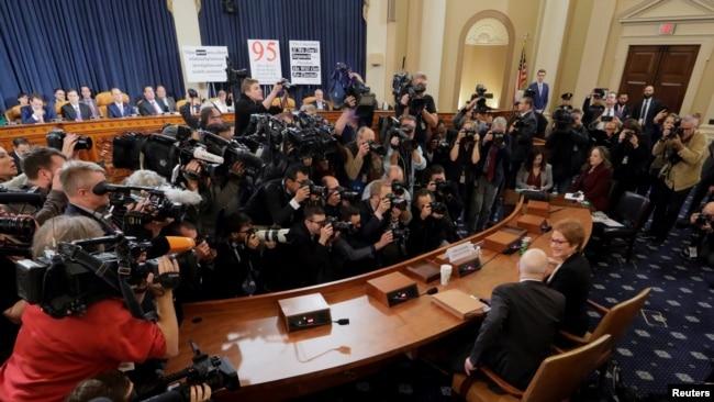 针对特朗普的弹劾听证会将进入第二周