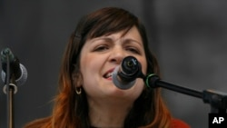 Natalia Lafourcade señala que sí espera rendir tributo a otros grandes de la música.
