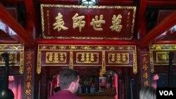 """河内的文庙。大成殿里有康熙御书的""""万世师表""""匾。(美国之音朱诺拍摄,2017年4月8日)"""