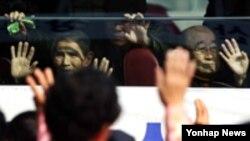 지난 2월 남북한 이산가족 상봉 장면 (자료사진)