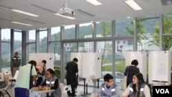 和平占中运动第三个商讨日在香港中文大学的会场(美国之音海彦拍摄)