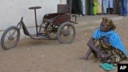 Une femme vivant avec handicap à Dakar, Sénégal, 25 février 2007.