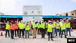 지난해 12월 아프리카 베닝에서 미국 정부 산하 해외원조기구인 '밀레니엄 챌린지 코퍼레이션(MCC)'의 지원으로 인프라 구축 사업이 진행되고 있다.