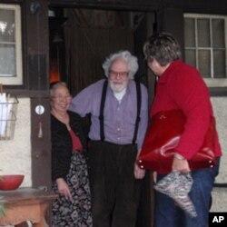 Philip and Midori Kono Theil bid goodbye to NEST director Judy Kinney.