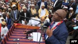 Azali Assoumani donne un discours à ses sympathisants à Moroni, Comores, le 24 janvier 2016. Il a été déclaré en tête de l'élection en avril.