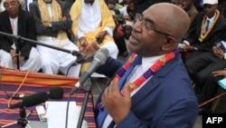 Azali Assoumani donne un discours à ses partisans pendant un meeting de la campagne présidentielle à Moroni, aux Comores, le 24 janvier 2016.