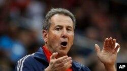 El co-propietario de los Atlanta Hawks Bruce Levenson admitió haber hecho comentarios racistas.