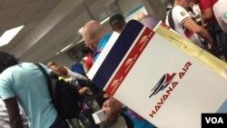 Los estadounidenses actualmente pueden visitar Cuba por razones autorizadas, generalmente en vuelos charter.