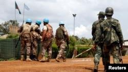 កងរក្សាសន្តិភាពអ.ស.ប និងយោធាប្រទេសកុងហ្គោនៅក្រុង Mavi ខេត្ត North Kivu កាលពីថ្ងៃទី២២ ខែតុលា ឆ្នាំ២០១៤។