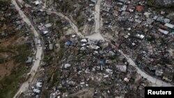 Vue aérienne des maisons après que l'ouragan Matthew a dévasté la ville de Jeremie, à Haiti, le 5 octobre 2016.