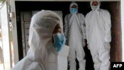ရန္ကုန္ၿမိဳ႕ရွိ PPE ၀တ္စံုမ်ား ၀တ္ထားတဲ့ ၀န္ထမ္းတခ်ိဳ႕ (ဧၿပီ ၀၉၊ ၂၀၂၀)