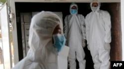 PPE ၀တ္စံုမ်ား ၀တ္ထားတဲ့ ၀န္ထမ္းတခ်ိဳ႕ (ဧၿပီ ၀၉၊ ၂၀၂၀)