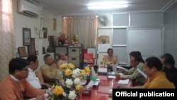 NLD နဲ႕ NCA စာခ်ဳပ္မွာလက္မွတ္ေရးထိုးထားတဲ့ တိုင္းရင္းသားလက္နက္ကိုင္အဖဲြ႕ကိုယ္စားလွယ္မ်ား NLDဌာနခ်ဳပ္မွာ ေဆြးေႏြးေနစဥ္ (ဇန္န၀ါရီလ ၄ရက္ ၂၀၁၆)