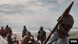 Bajak laut Somalia (foto: dok) diperkirakan masih menyandera 10 kapal dan awaknya.