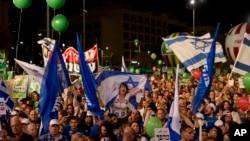 Učesnici mitinga na Rabinovom trgu u Tel Avivu 7. marta 2015, pozivaju na promene i smenu premijera Benjamina Netanjahua na predstojećim nacionalnim izborima.