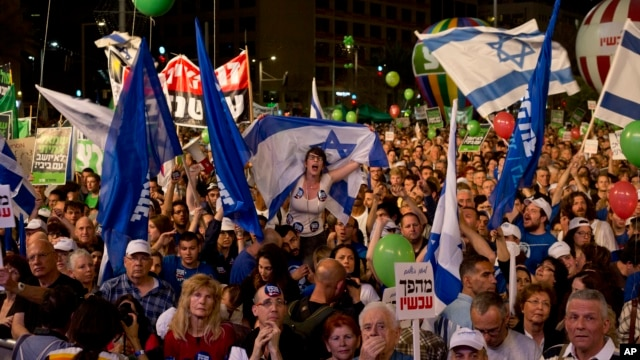 People shout slogans during a rally in Tel Aviv's Rabin Square, calling for Prime Minister Benjamin Netanyahu to be replaced in upcoming national elections, March 7, 2015.