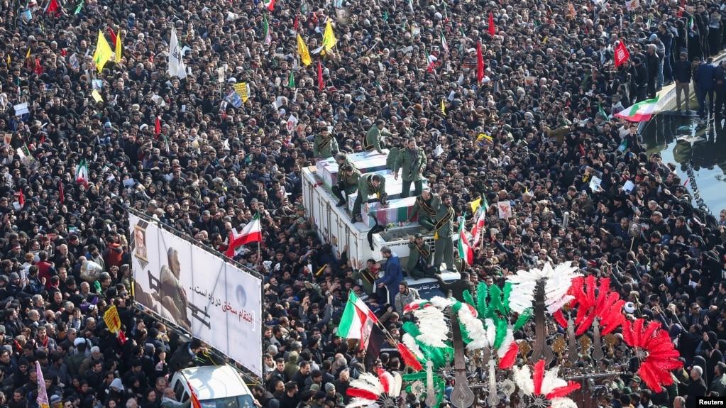Người Iran tham dự tang lễ tướng Qassem Soleimani.