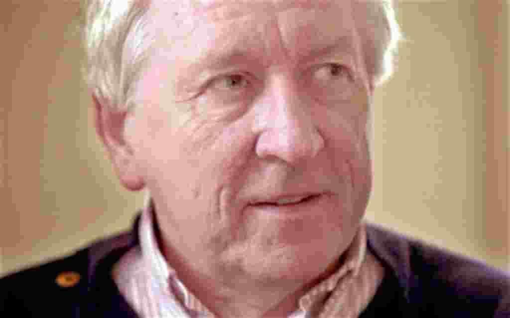 El poeta sueco Tomas Tranströmer, a sus 80 años de edad, recibe el Premio Nobel de Literatura 2011.