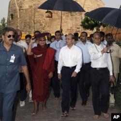 缅甸总统登盛拜访观印度佛教圣地鹿野苑(2011年10月13日)