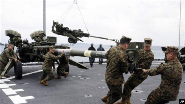 Angkatan Laut AS mempersiapkan peralatan yang akan digunakan untuk latihan militer bersama 'Cobra Gold 2012' di Okinawa, Jepang (Foto: dok).