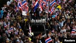 Đoàn biểu tình chống chính phủ tuần hành trong thủ đô Bangkok, Thái Lan, 27/11/13