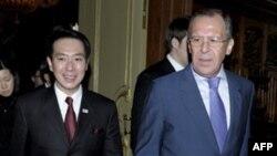 Сейжи Маехара и Сергей Лавров