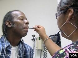 WIlbert Smith, pasien Klinik Gratis di Arlington, Virginia, tidak memiliki asuransi kesehatan sejak diberhentikan dari pekerjaannya (Foto: dok).
