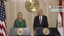 U.S. Secretary of State Hillary Rodham Clinton and Egyptian Foreign Minister Mohammed Kamel Amr hold news conference, Cairo, Nov. 21, 2012.