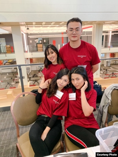 Armaya Doremi bersama teman-teman di universitas Northeastern (dok: Armaya Doremi)