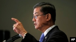 """""""Lo siento,"""" dijo Eric Shinseki, añadiendo que el liderazgo y la integridad de los problemas de la VA se pueden fijar."""