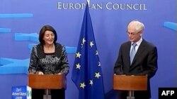 Predsednica Kosova Atifete Jahjaga i predsednik Evropskog saveta Herman van Rompuj u Briselu, 6. septembar 2011.
