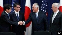 미국과 일본은 17일 외교·국방장관 안보협의회를 개최했다. 왼쪽부터 오노데라 이쓰노리 일 방위상, 고도 타로 외무상, 렉스 틸러슨 미 국무장관 짐 매티스 국방장관.