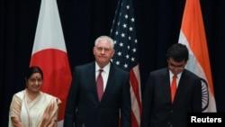 امریکی وزیرِ خارجہ ریکس ٹلرسن اور ان کی بھارتی ہم منصب سشما سوراج کی ایک فائل فوٹو