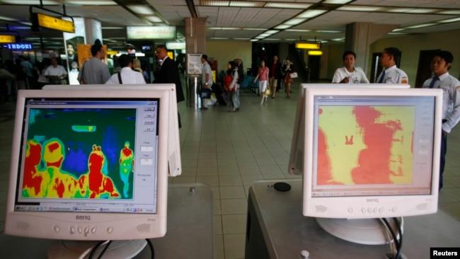 Thermal scanner atau pemindai suhu tubuh yang dipasang di bandara internasional Ngurah Rai, Denpasar (foto: dok).