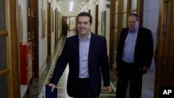Yunanistan Başbakanı Aleksis Çipras parlamentoya son gelişmelerle ilgili bilgi vermeye gelirken